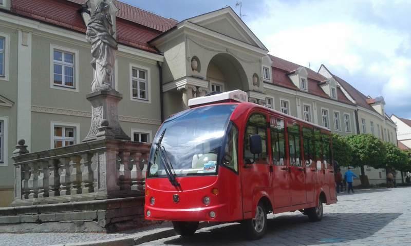 autobus turystyczny wroclaw wycieczka po wroclawiu ostrow tumski zwiedzanie z przewodnikiem ogrzewany meleks turystyczny