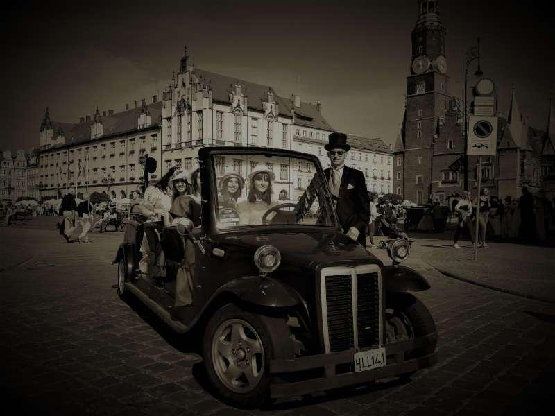 eleganki pojazd elegancki kierowca meleks retro meleks cabrio ratusz rynek wroclaw