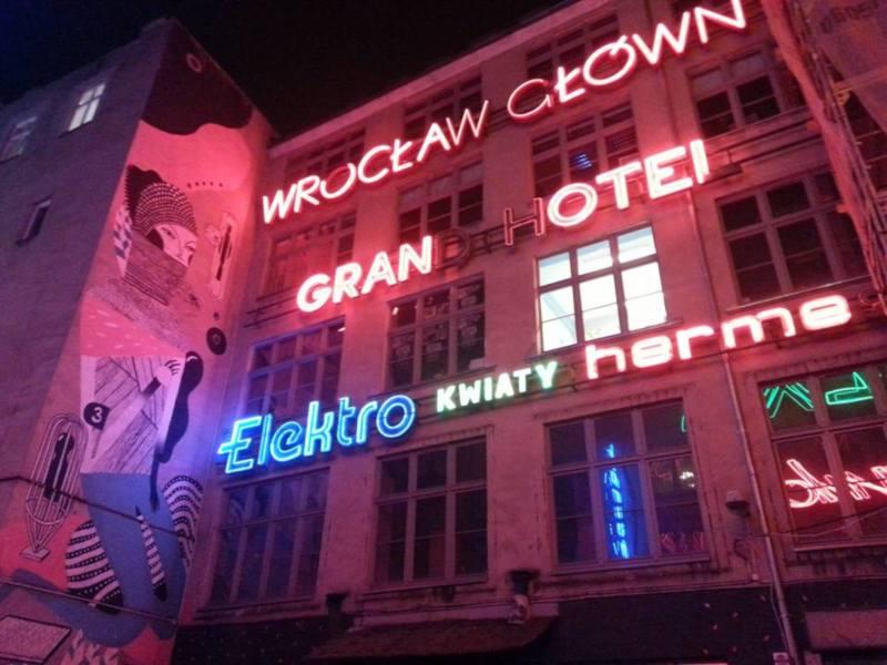 neony wroclawskie wroclaw noca