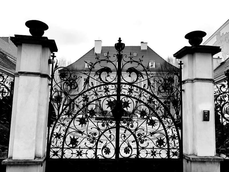 palac biskupi ostrow tumski brama