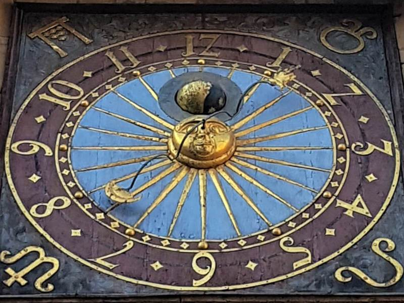 ratusz wroclaw zegar sloneczny
